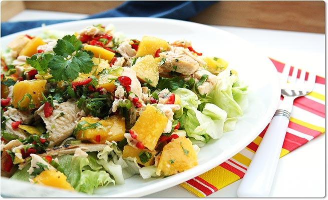 GRILLED-CHICKEN-SALAD-WITH-MANGO-AND-AVOCADO